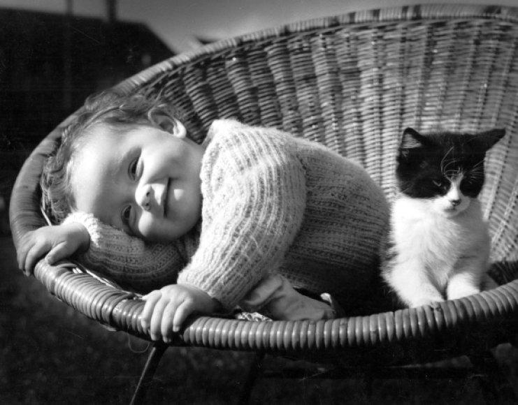 Vaikas ir kačiukas