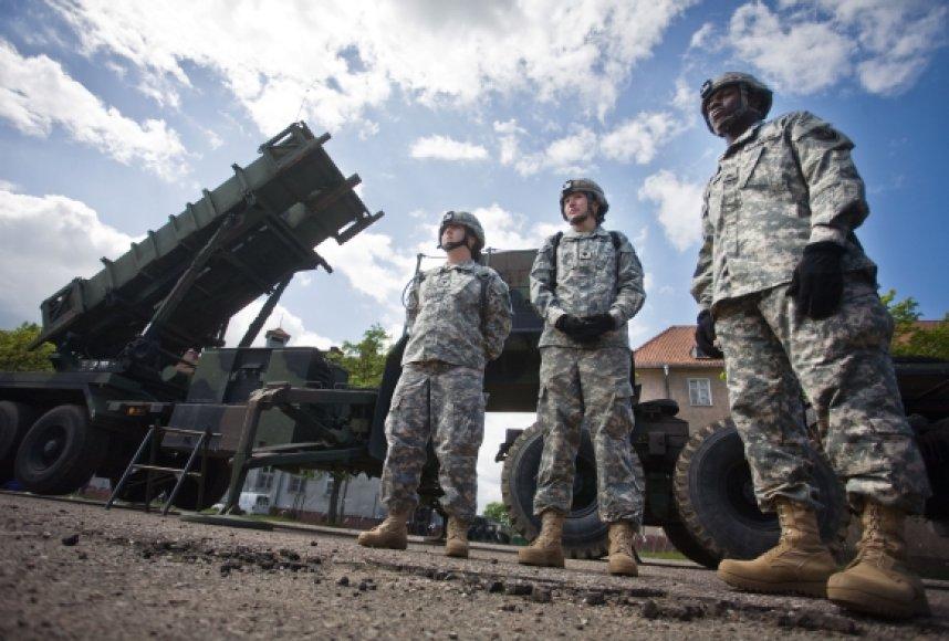 """Pirmosios """"Patriot"""" raketos jau pasiekė Lenkiją."""