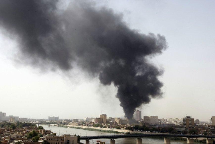 Po sprogimų kilo gaisras.