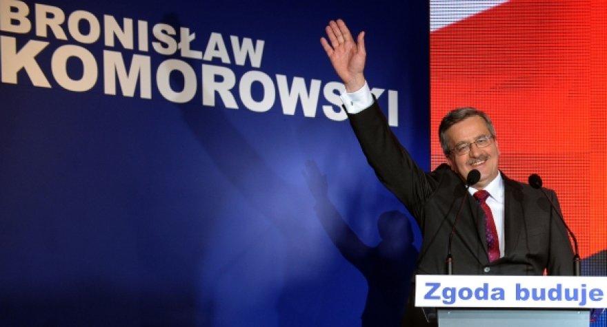 Pirmąjį rinkimų turą laimėjo Bronislawas Komorowskis.