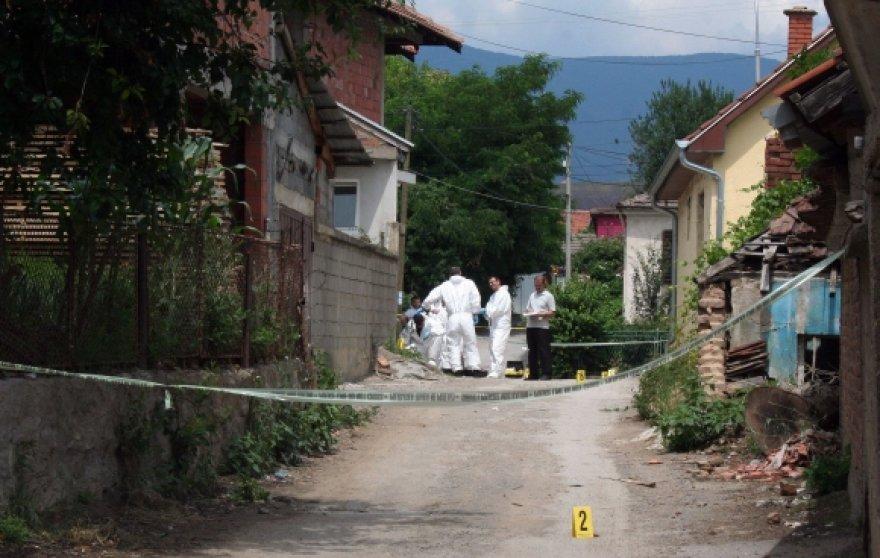 Kosovo policininkai dirba išpuolio vietoje.