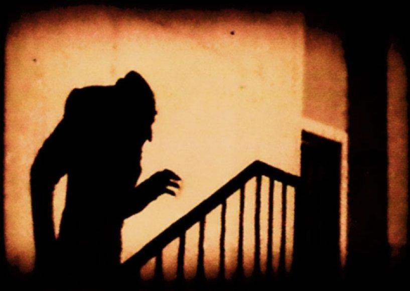 """Kadras iš filmo """"Nosferatu"""" (1922 m.)"""