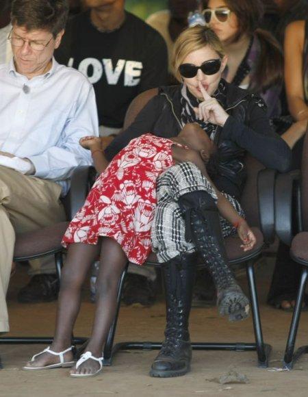 Madonna su savo įsivaikinta malaviete Mercy