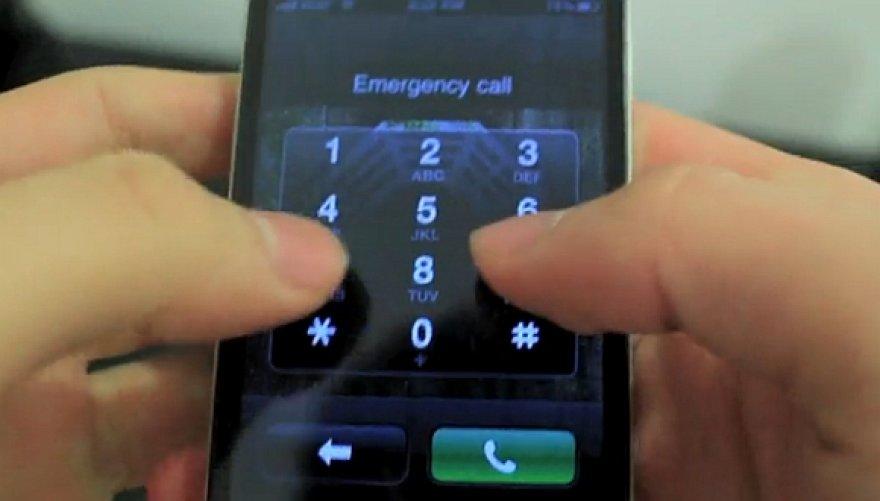 """Saugumo spraga leidžia skambinti net ir """"užrakintu"""" svetimu telefono aparatu."""