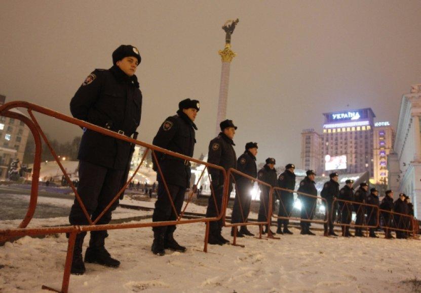 Ukrainos milicija išvaikė protestuotojus iš Nepriklausomybės aikštės Kijeve.
