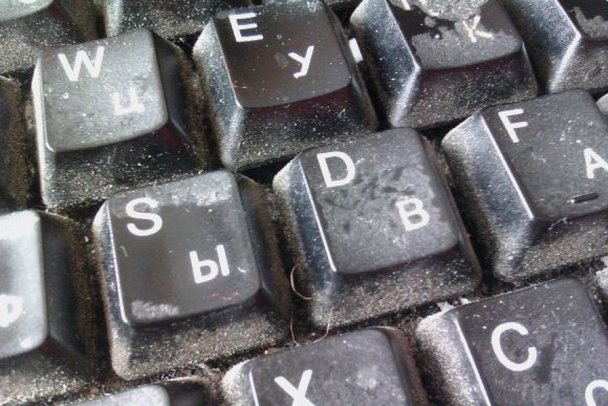Dulkėta kompiuterio klaviatūra