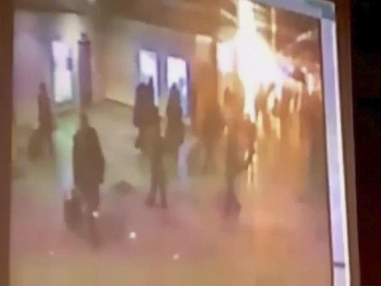 Sprogimo momentą užfiksavo oro uosto apsaugos kamera.