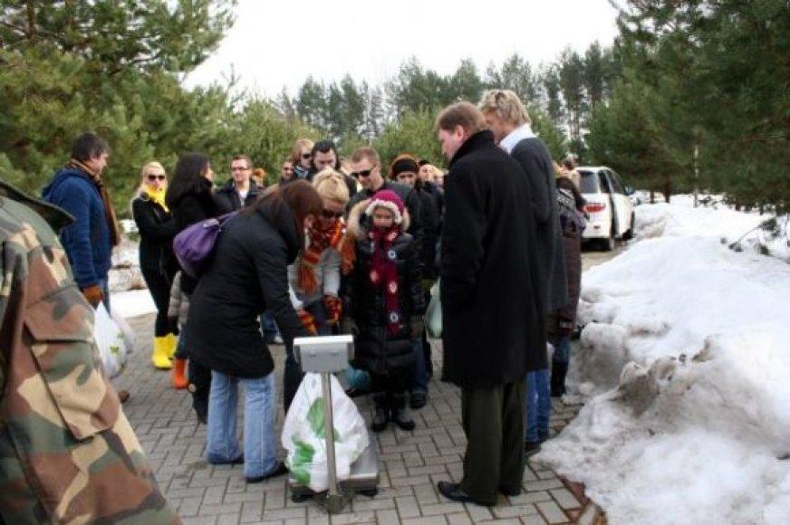 Dalyvausiantys akcijoje prašomi atsivežti bent po porą kilogramų daržovių.