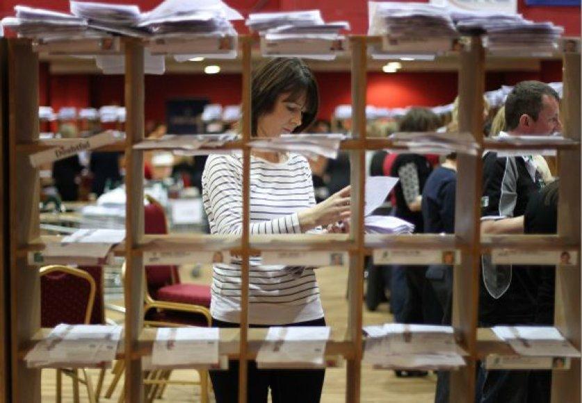 Airijoje skaičiuojami parlamento rinkimų rezultatai.