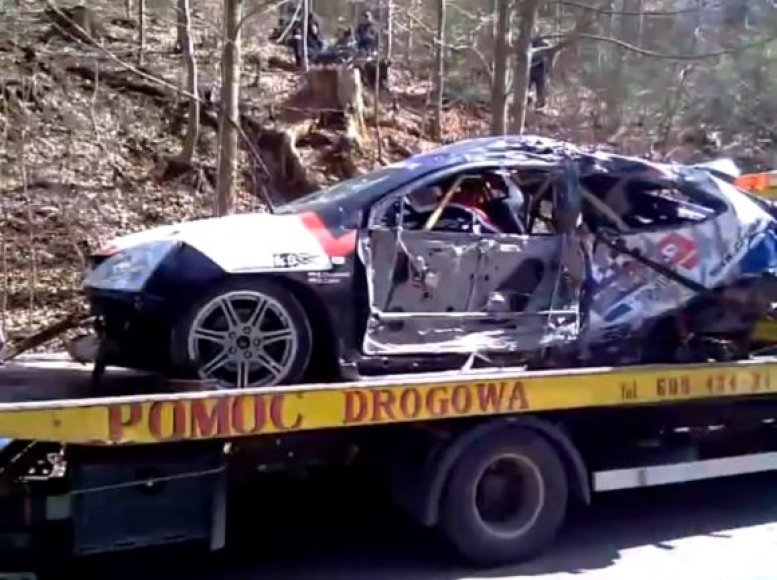 Sylwesterio Olszewskio ir Michaelo Caleko automobilis po tragiškos avarijos