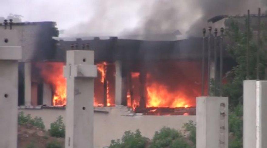 Sprogimai sukėlė gaisrą.