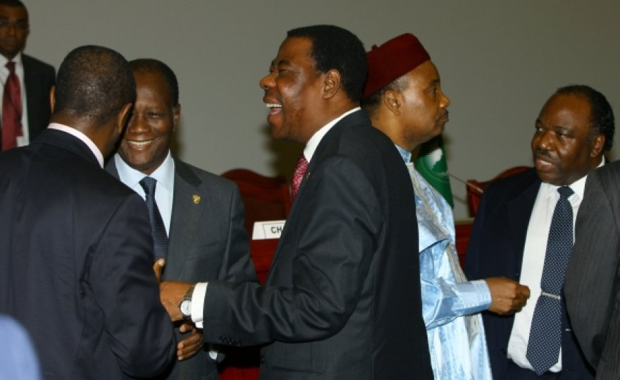 Afrikos Sąjungos šalių lyderiai nusprendė nepalaikyti Tarptautinio baudžiamojo teismo pozicijos dėl Muamaro Kadhafi.
