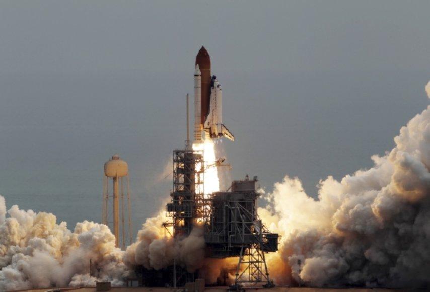 """Paskutinis kosminio laivo """"Atlantis"""" atsiplėšimas nuo Žemės"""