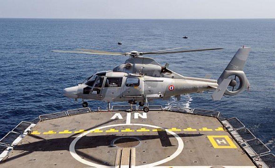 Europiečių sraigtasparniai privertė Somalio piratus atsitraukti.
