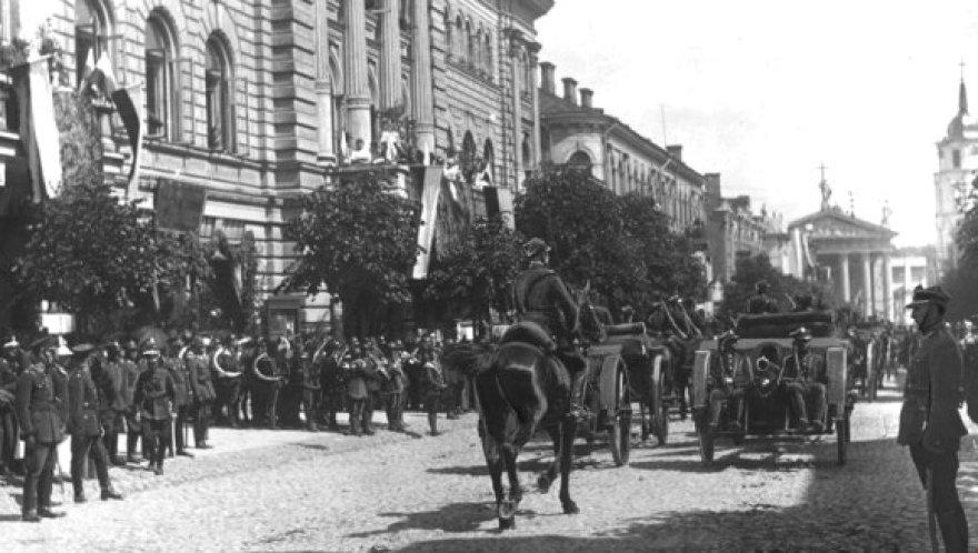 Lenkijos karių paradas Vilniuje 1922 metais