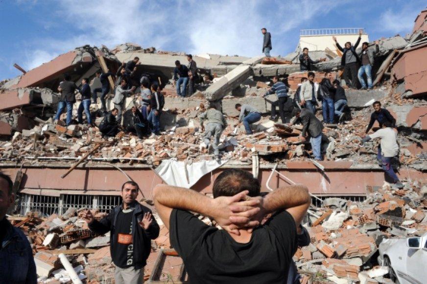 Sugriuvęs pastatas Tabanlio kaime netoli Vano