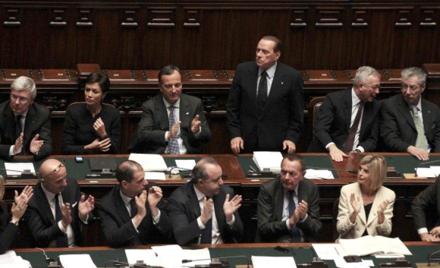 Silvio Berlusconi (stovi) Italijos parlamento žemuosiuose rūmuose