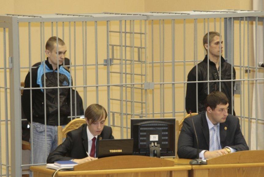Teismo narve – teisiamieji Dmitrijus Konovalovas (kairėje) ir Vladislavas Kovaliovas