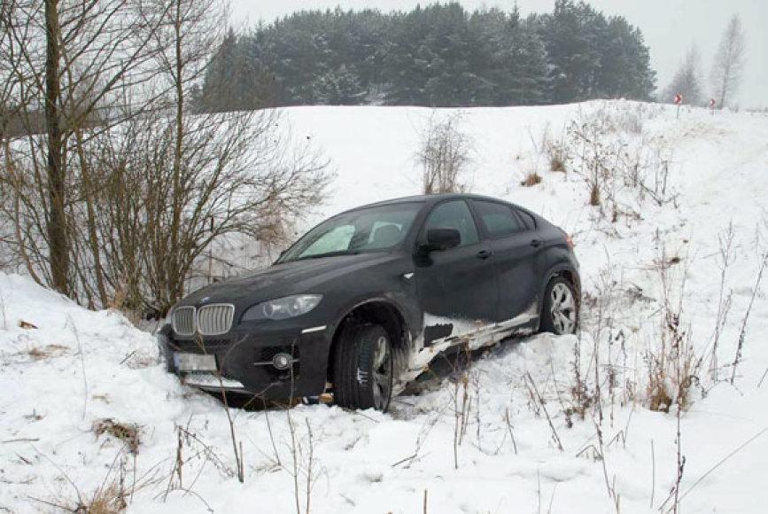 "Nuo kelio nuskriejęs vogtas ""BMW X6"""