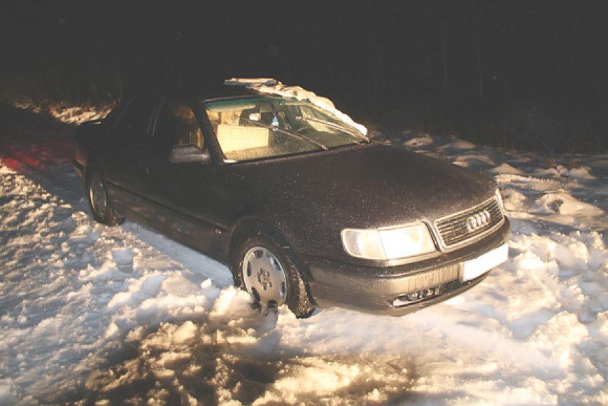 Sulaikytas kontrabandininkų automobilis
