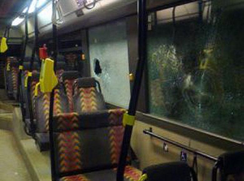 Išdaužtas 36 maršruto autobuso stiklas