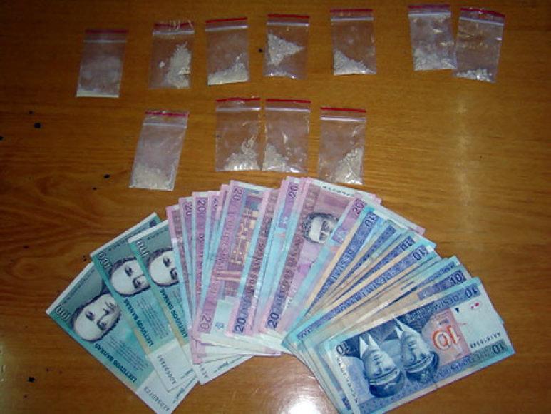 Pas įtariamuosius rasti narkotikai ir pinigai