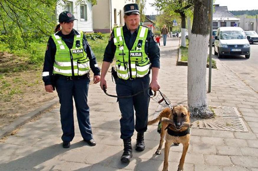 Pėsčias policijos patrulis Nemenčinėje