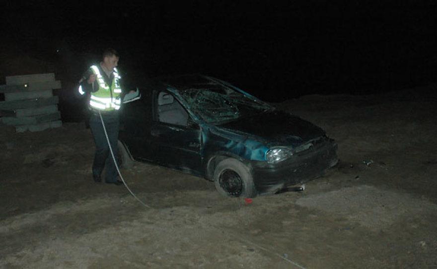 Policininkai matuoja avarijos vietą