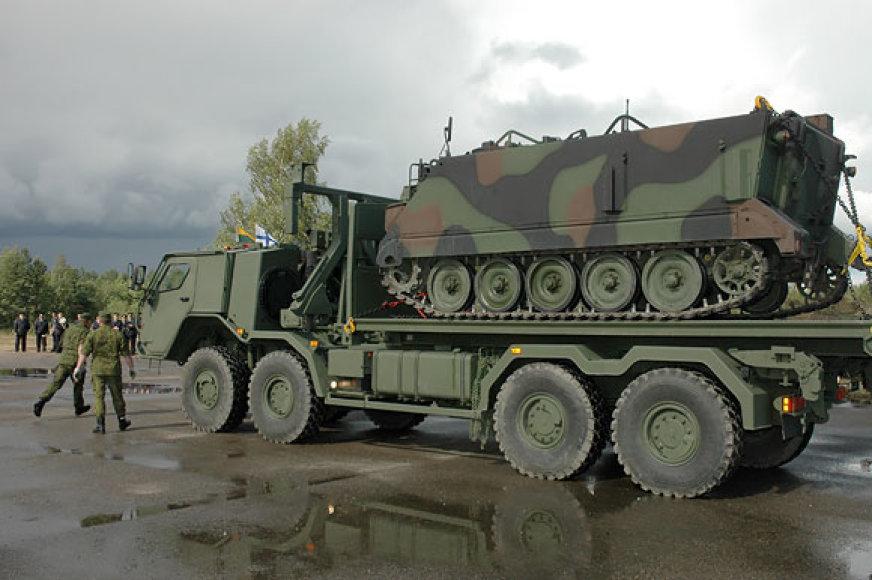 """Daugiafunkcinis kariuomenės sunkvežimis """"SISU"""""""