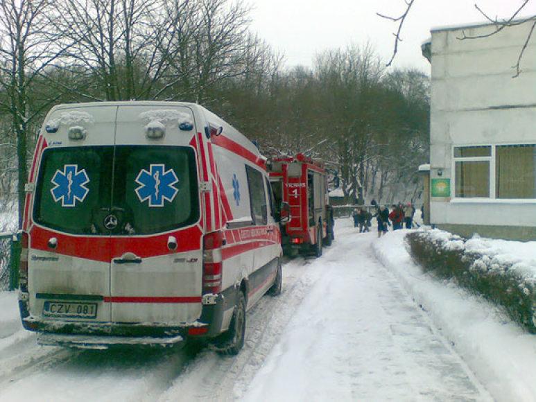 Į vaikų darželį nusiųsti ne tik ugniagesiai, bet ir greitosios pagalbos medikai