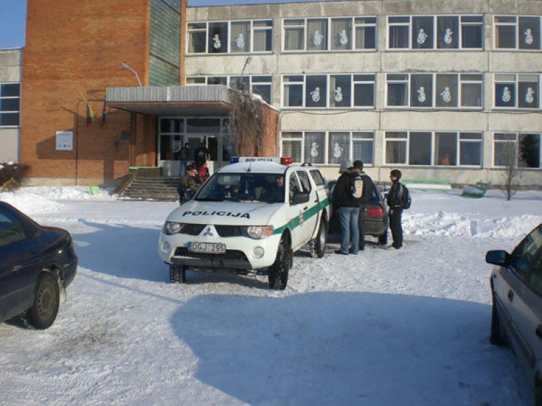 Avarija Neveronių vidurinės mokyklos kieme