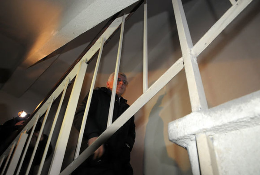 Algimantas Salamakinas laiptais lipa į savo butą Seimo viešbutyje