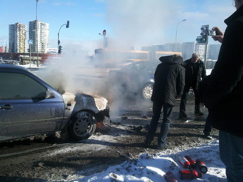Ozo g. Vilniuje dega automobilis