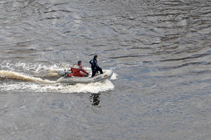 Gelbėtojų valtis Neryje