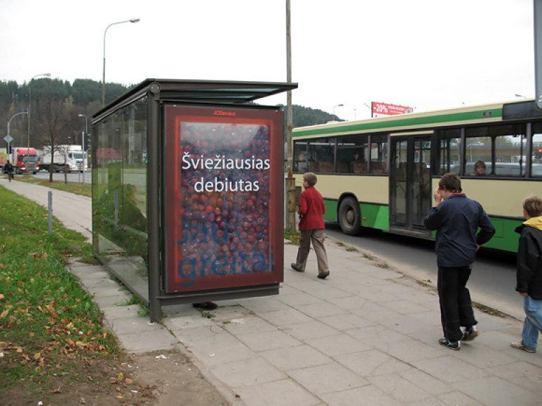 Reklaminis stendas su obuoliais