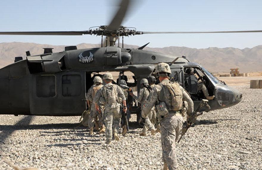 JAV kariai išskrenda į operaciją