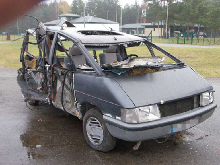 """Kontrabandininkų """"Renault Espace"""" po avarijos"""