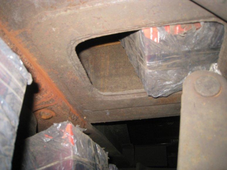 Po mazuto cisternomis – kontrabandinių cigarečių kroviniai.