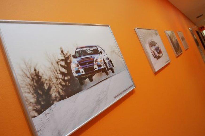 """Fotografijų parodoje """"Ralio vergai 2009"""" lankytojai galės prisiminti neseniai įvykusio """"Winter rally  2009"""" ir 2008 m. ralio sezono akimirkas."""