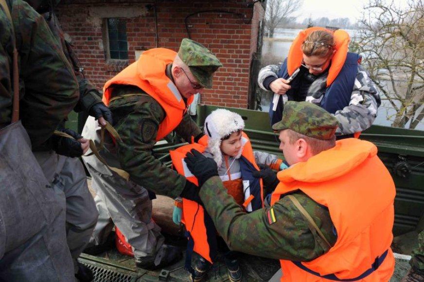 2010 m. kovą kariai teikė pagalbą nuo potvynio nukentėjusiems Pagėgių savivaldybės gyventojams.