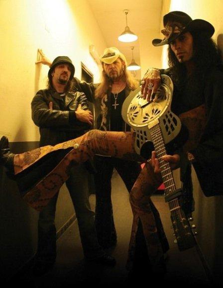 """""""Bliuzo naktyse 2011"""" sproginės bliuzroko genijaus Eric Sardinas gitara."""
