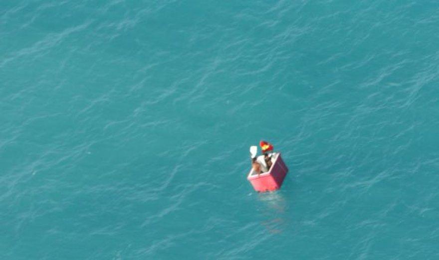 Tikras stebuklas, kad žvejų negrybštelėjo rykliai, kurių jūrose Indonezijos salyne netrūksta.