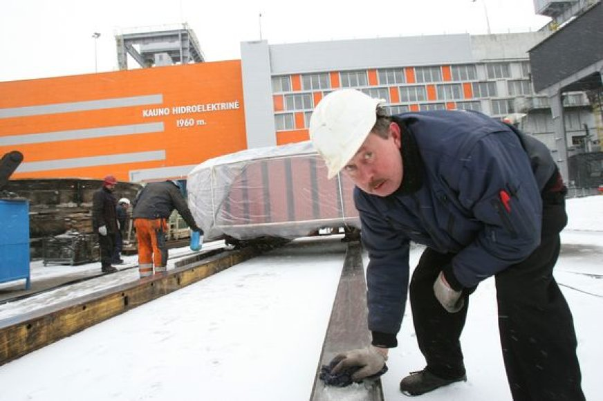Anot Kauno HE vadovo J.Bartlingo, kiekvieną dieną rekonstrukcijos darbų metu elektrinėje plušo apie 120 darbininkų.