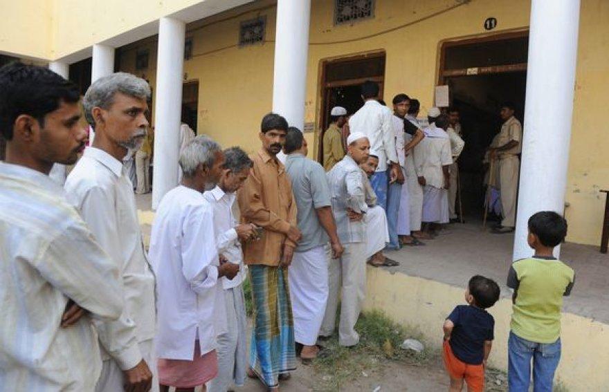 Balso teisę Indijoje turi daugiau nei 700 mln. gyventojų.
