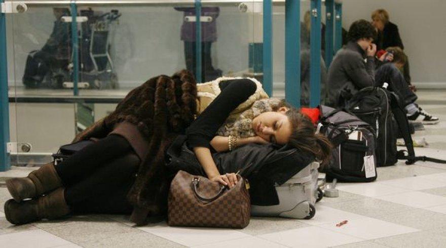 Dėl prastų oro sąlygų laikinai uždarius Getviko oro uostą, jame įstrigo nemažai keleivių.