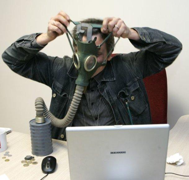 Prie kompiuterio – su dujokauke