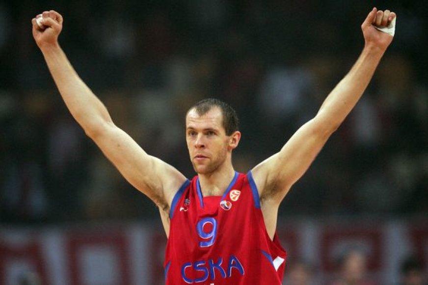 """R.Šiškauskas buvo rezultatyviausias CSKA krepšininkas, į """"Raptors"""" krepšį įmetęs 15 taškų."""