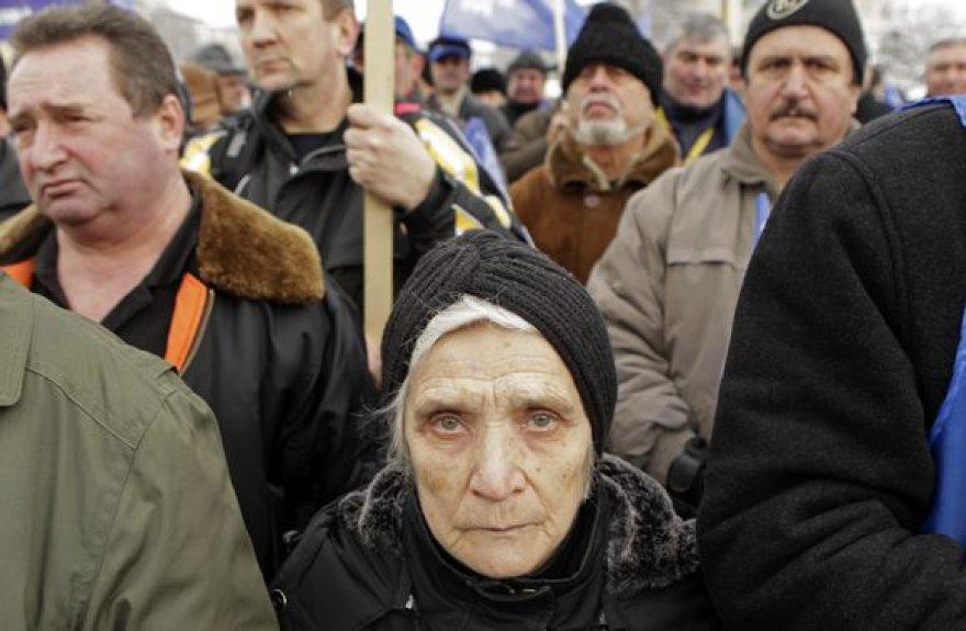Prieš dvejus metus Rumunijos ekonomika augo sparčiausiai ES. Tačiau dabar visi laimėjimai išnyko, o valdžios taupymo planai paskatina gyventojų protestus.