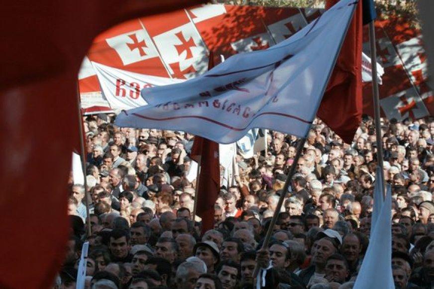 Rožių revoliuciją prieš penkerius metus pradėjo daugybė Gruzijos gyventojų.