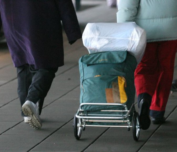 Negrąžintos paskolos keliauja paskui emigrantus.